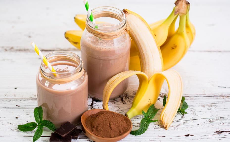 protein smoothie mit schoko erdnuss und banane. Black Bedroom Furniture Sets. Home Design Ideas